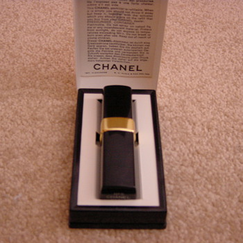 chanel no 5 atomiser for handbag vintage.  1970's - Bottles