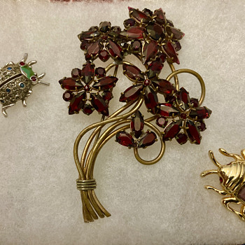 Flower and bugs brooches - Costume Jewelry
