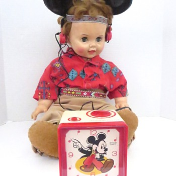 Mickey Mouse Clock/Radio