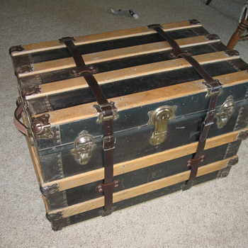 ANTIQUE FLAT TOP TRUNK - Furniture