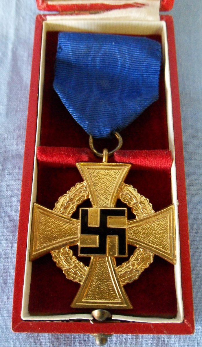 Wwii german nazi 40 year service medal collectors weekly - German military decorations ww2 ...