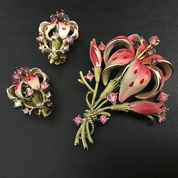 Beautiful Lily brooch and Earring set - Costume Jewelry