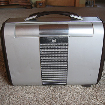 RCA Victor Model 8BX6 Superheterodyne Radio 1946-47