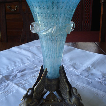 A victorian bubble glass British vase - Art Glass