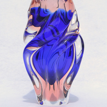 "CHRIBSKA ""Twist"" - cobalt and rose - Art Glass"
