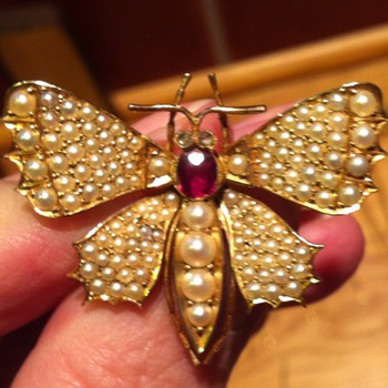 Cute butterfly brooch dated 1898 14k gold, seed pearls and ruby. - Fine Jewelry