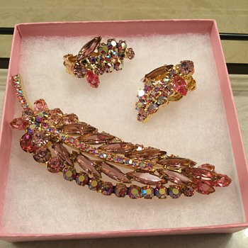 D & E PINK SET - Costume Jewelry