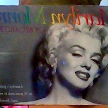 1989 MARILYN MONROE POSTCARDS BOOK - Postcards