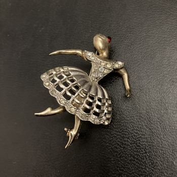 Ballerina brooch - Costume Jewelry