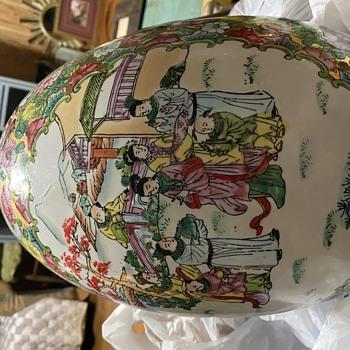 Large porcelain egg - Pottery