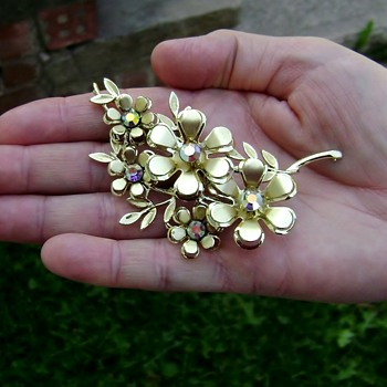 Coro Brooch - Costume Jewelry