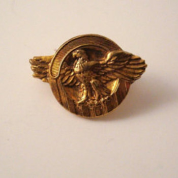VINTAGE RUPTURED DUCK-Honorable Service Lapel Button