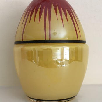 Muys painted egg box