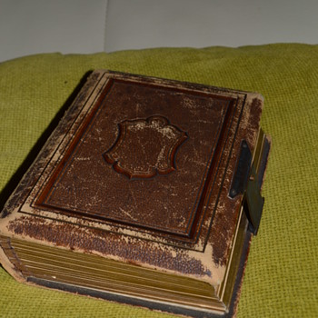 Victorian photo album - full of pictures - Photographs