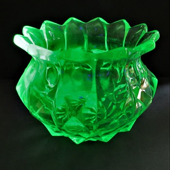 Uranium Glass vase - Walther Glass Flower Bowl - Toska - Glassware