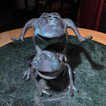 Leap-Frog Flower Frog  - bronze - Animals