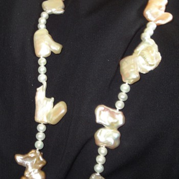 Attractive necklace of Biwa pearls - Fine Jewelry