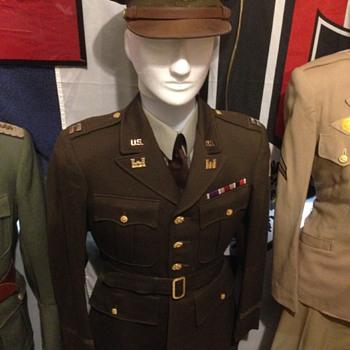 WWII US Army Captains Uniform Set
