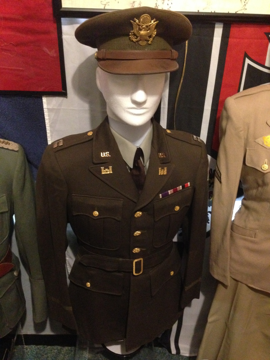 WWII US Army Captains Uniform Set | Collectors Weekly