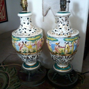 "Italian Pair lamps-, porcelain with gilt paint and figurines on Brass(?) ""cherub"" stand. - Lamps"