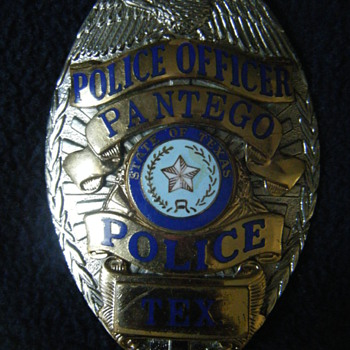 PANTEGO TX EAGLE TOPPED TEAR DROP DEFUNCT BADGE