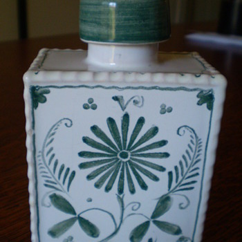 Antique? Tea Caddy? - Pottery