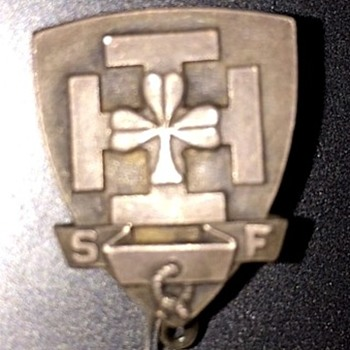 WWII pin I found in my dad's box I have no idea what this pin is! - Military and Wartime