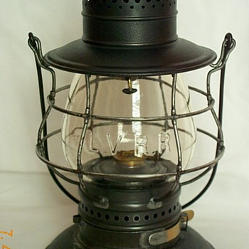 Lehigh Valley Railroad Lantern - Railroadiana