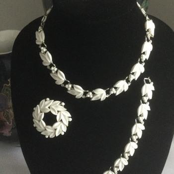 Lisner Lucite 4-Piece Jewelry Set — 1950 - 1960s - Costume Jewelry