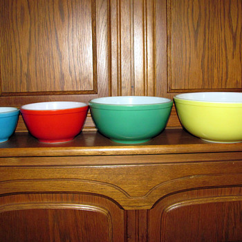 Primary Colors Set of Pyrex Mixing Bowls - Kitchen