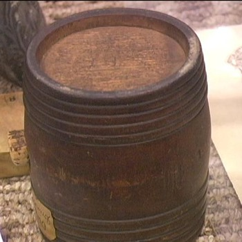 Revolutionary Wooden Canteen (Rumlet) - Military and Wartime