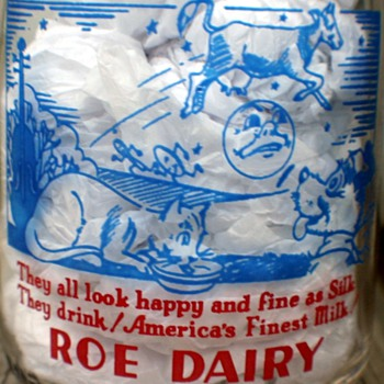 """Tall Round Pyro Quart Roe Dairy Milk Bottle """"Hey Diddle Diddle"""" Nursery Ryhme"""