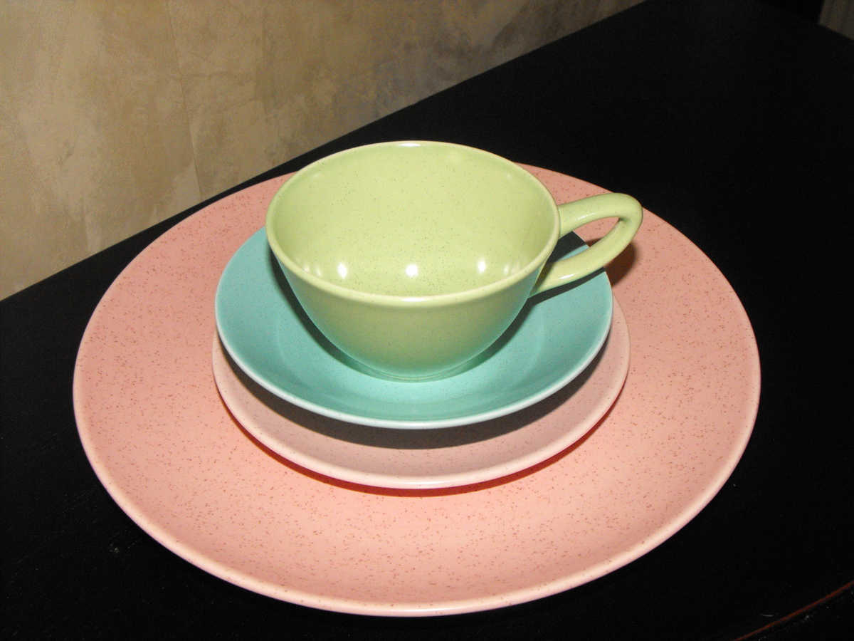 & Vintage speckled dinnerware | Collectors Weekly