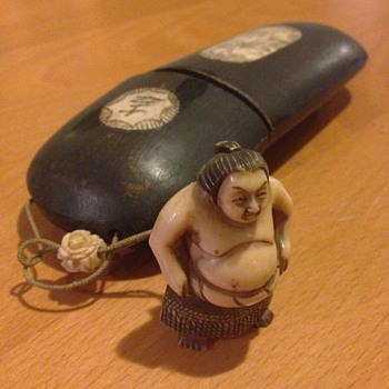 A nice Japanese paint brush box with ivory man - Asian