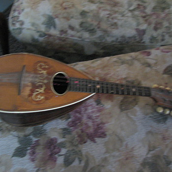 Can anyone tell us about this mandolin?