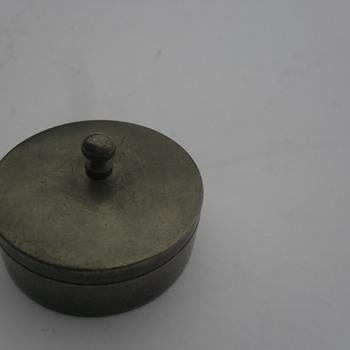 Little metal box pills or snuff? - Accessories