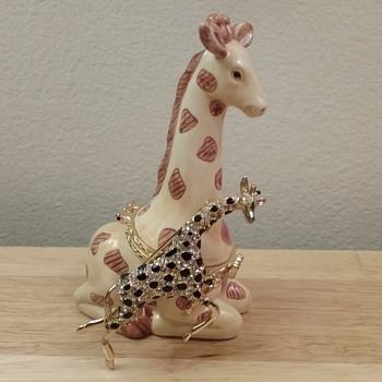 Hattie Carnegie giraffe brooch,  Westland giraffe trinket box - Costume Jewelry