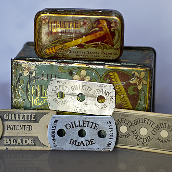Gillette double ring tin and very first blades 1903