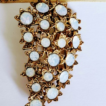 STUNNING brooch!!! - Costume Jewelry