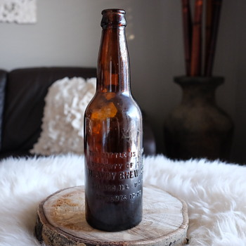 """McAvoy Brew. CO. Chicago, ILL Beer Bottle. Bottom embossed with """"ROOT"""" - Bottles"""
