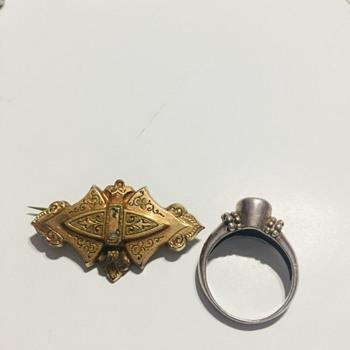 Pin - Not sure what era - Costume Jewelry
