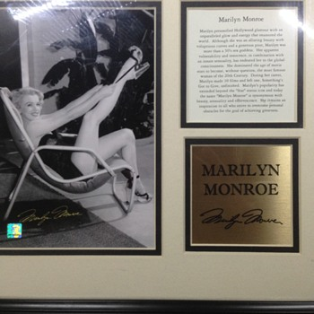 HELP..Marilyn Monroe Poolside photo?