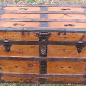 "36"" Ornate Flat Top Trunk - Furniture"