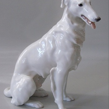 PORCELAIN FIGURE OF RUSSIAN WOLFHOUND - Figurines