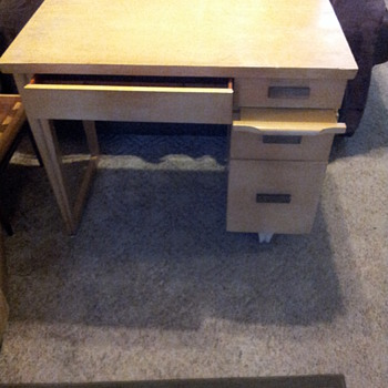 Mid-Century Modern Desk...Can you tell me the maker of this desk? - Mid-Century Modern