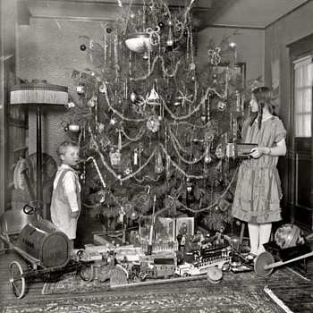 Cool Christmas pick of typical toys of the wealthier kids - Photographs