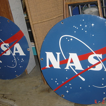 Just in...two porcelain NASA signs circa 1960. - Advertising