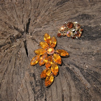 Pretty amber rhinestone pin and single earring. - Costume Jewelry