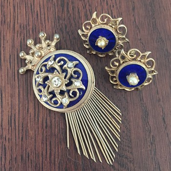 Regal set - Costume Jewelry