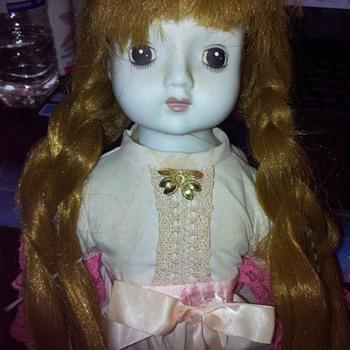 Creepy cute doll of unknown origin! - Dolls